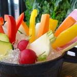ジンジャーガーデンアオヤマ - 新鮮野菜の濃厚バーニャカウダー