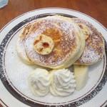 43802866 - リコッタチーズパンケーキ 880円(別)+生クリーム 100円