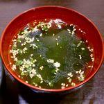 ホワイト餃子 - わかめスープ ¥120