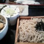 43805317 - そばとミニ丼ランチ(880円也)