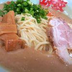 ラーメン山岡家 - 極豚(ごくとん)、スープをが濃すぎて具材が沈みません(笑)