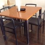 イル・ジラソーレ - 内観・テーブル席