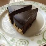 43809472 - デザートはむしろこのチョコレートケーキだけ食べれば良しw