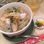 ニャー・ヴェトナム - 海鮮フォー これでもミニサイズ。 けっこうな盛りです。