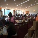天瀬温泉カントリークラブ - レストランは満員 皆さんステーキですよ。
