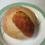 豆米 - 栗の渋皮煮とダマンドのプチフランス160円。