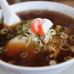CAFE ガーデン - 料理写真:見た目からしてそそられる♪中華そば680円