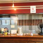 支那麺 はしご - 2015.10オープンな厨房