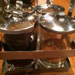 パッポンキッチン - 卓上の調味料