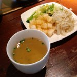 CHICKEN'S - スープを飲みながら野菜を食べて待つ。2010.5