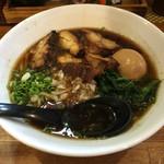 まる鶏 - 醤油チャーシュー(味玉入り)950円
