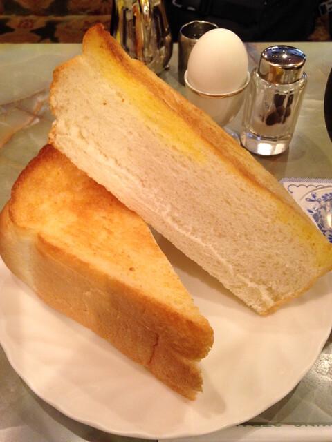 王城 - かなりの厚さのトースト