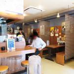博多らーめん Shin-Shin - 居酒屋メニューも豊富で、 博多焼鳥や博多一口餃子、屋台名物の焼きラーメン、ちゃんぽん、皿うどんなど 博多らしいB級グルメが味わえます。