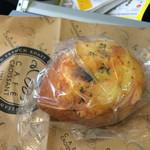 クロワッサン - チーズカレーパン
