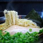 豚骨らーめん村長さん - 麺リフト