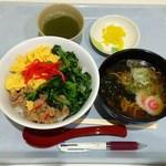 特許庁第二食堂 めん屋きゃら亭 - 日替り丼Bセット(三色丼+ミニラーメン)590円