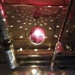 ラ・メーラ - ビックリ、ミラーボール。  UFOみたい。