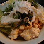スコール - ビュッフェのサラダ 鶏肉やポテトサラダなんかもある