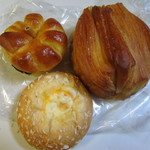 ホルン - 料理写真:例にによってこの日も朝食用のパンを3つ購入させていただきました。