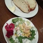 43859156 - ランチのサラダとパン