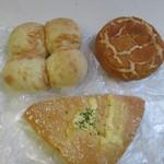 サンエトワール - 料理写真:購入したパンは全部で3つです。