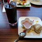 スペインバル カメレオン - イベリコ豚ランチ(1280円) ドリンク&デザート