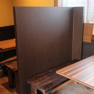 大きなテーブルでゆったり空間