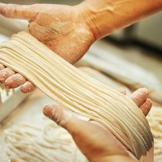 開店以来10年、店内の製麺所で毎日手作り