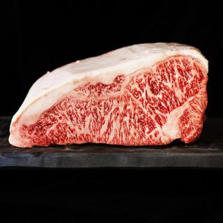 最高級品質のお肉を。A5ランクの佐賀牛、神戸牛、近江牛が並ぶ
