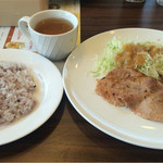 ジョナサン - ポークジンジャーとあじしそフライ&鶏団子甘酢あん+雑穀米+ドリンクバー  884円