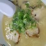 九州ラーメン八起 - 白濁したスープ(写真の向きが~(汗))