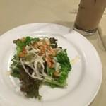 トラットリア ジョイア - サラダとドリンク