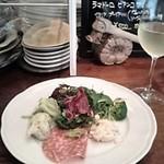 ピッツェリア カローレ - 前菜とワイン