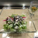 神戸牛 天望 - サラダ~キノコのお浸しと自家製黒ごまのドレッシングをかけたサラダ