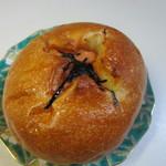 パン工場 - じゃが明太155円。