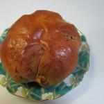 パン工場 - くるみパン100円。