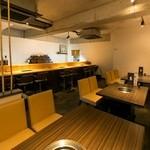 焼肉錦平 - テーブル席