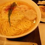 麺屋海神 - あら炊き塩らぁめん・へしこ焼きおにぎり付き 980円
