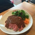 Kafefuramingo - 2015年10月。ローストビーフ丼大盛り980円。