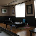 城東ホルモン - テーブル席(こあがり)5卓。お子様連れでも安心