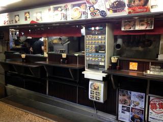 文殊 浅草店 - オープン型完全立ち食いです