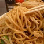 野郎ラーメン - 低加水ワシワシ麺