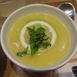 43898938 - 芸術家のレモンと鶏肉のスープ