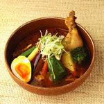 札幌ドミニカ - スープカレー 黄色のチキンに玉子トッピング