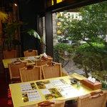札幌ドミニカ - ランチは明るい雰囲気で
