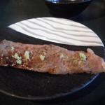 芳香亭 - 塩に山葵 肉も脂も美味しい一品ですが他店で…