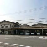 豊川 - お店の横に駐車場。