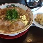 小鉄 本店 - ラーメン+炒飯<半>(950円)