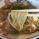 小鉄 本店 - ラーメン(700円)麺リフト