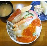 大山屋 - 「ランチ海鮮丼 全景」(2015.01)